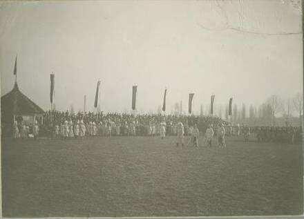 Vorbeimarsch des Regiments an König Wilhelm II. von Württemberg, anlässlich des 100-jährigen Regimentsjubiläum 1906, Garnison Heilbronn
