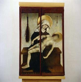 Bosseroder Altar — Vesperbild mit Marterwerkzeugen Christi