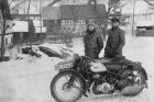 Unbekannter und Arthur Krauße mit Motorrad DKW