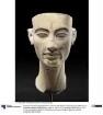 Unvollendeter Statuenkopf der Königin Nofretete mit Korrekturangaben des Bildhauers
