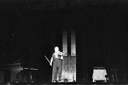 Scala: Grock mit Geige