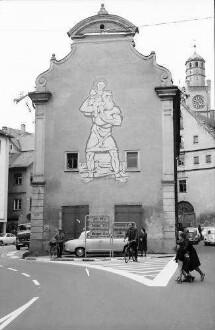Ravensburg: Ehemaliges Kornhaus mit Bild und Straßenwegweiser