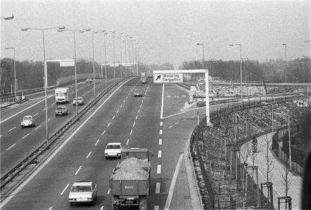 Berlin Stadtautobahn Kurt Schumacher Damm Abzweig Flughafen Tegel