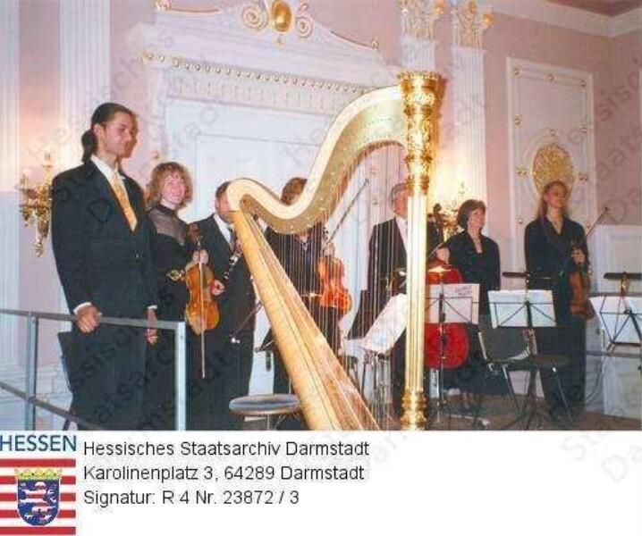 Darmstadt, Haus der Geschichte im ehemaligen Mollertheater / Tag der Offenen Tür / Konzert von Annette Panke-Marguerre im Karolinensaal / Musiker auf der Bühne / 3 Gruppenaufnahmen