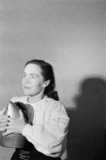 """Szenenbilder aus """" Die Jungfrau von Orleans"""" von F. v. Schiller mit E. Töpfer, L. Dietrich, F. Kötteritzsch, L. Bork, H. Schulze, H. Haeseler, Deutsches Nationaltheater, 1955"""
