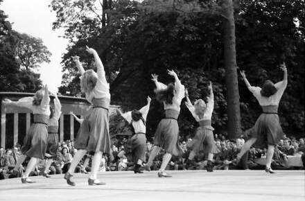Berlin: Schloss Güterfelde, Tanzgruppe