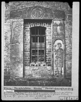 Portal aus der abgebrochenen Dorfkirche der Wüstung Scharwegk mit heilsgeschichtlichem Programm (unter anderem Christus als Weltenrichter und Madonna)