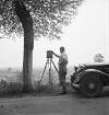 Fotograf Walter Möbius bei der Arbeit