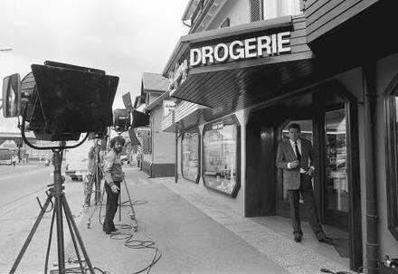 Freiburg im Breisgau: Dreharbeiten für eine TV-Serie in einer Drogerie in St. Georgen