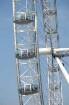 Das größte Riesenrad der Welt, London Eye, von British Airways ist 30 m hoch und steht am Themseufer gegenüber dem Parlament