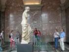 Museum Louvre, Besucher vor der Venus von Milo