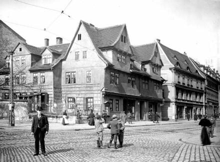 Rannische Straße - Moritzzwinger -. von links nach rechts: Nr. 13, Börner, Fleischerei. Brunoswarte -- Nr. 14 Herbst, Kolonialwaren, Nr. 15 Herbst, Maschinenfabrik. Ganz links: Moritzzwinger 18, Börner, Fleischerei.
