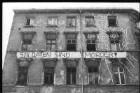 """Fassade mit Spruchband """"Soldaten sind Mörder"""""""