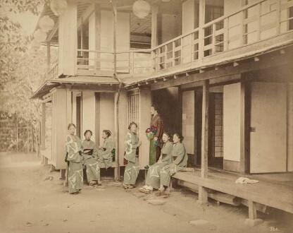 Frauen vor einem Teehaus