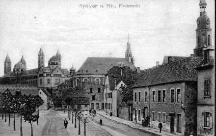 Speyer, Fischmarkt, Blick Richtung Dom.