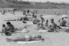 Eforie. Strand am Schwarzen Meer mit sich sonnenden Badegästen