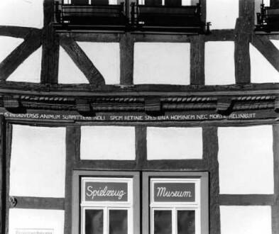 Kirchplatz 9, Hausinschrift