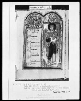 Psalterium (sogenannter Landgrafenpsalter) — Kalendar, Folio 1verso-7recto — Buchseite September mit Apostel Matthäus und Monatsbild, Folio 5verso