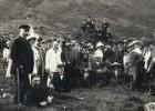 Norwegen. Gruppenbild mit Touristen der Hapag und Samen an ihrem Lager bei Tromsø