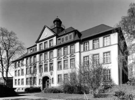 Schillerstraße 1