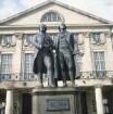 Weimar. Goethe-Schiller-Denkmal vor dem Deutschen Nationaltheater