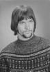 """Porträt eines jungen Mannes mit Bart und """"Beatles""""-Haarschnitt"""