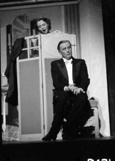 Kabarett der Komiker: Vor dem Theater: Käutner und Balqué