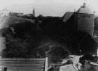 """Bartholomäusberg mit Kirche, Schlittenberg ohne Bebauung, Friedenstraße der """"Oberschmelzer"""", rechts die katholische                            St. Norbert- Kirche"""
