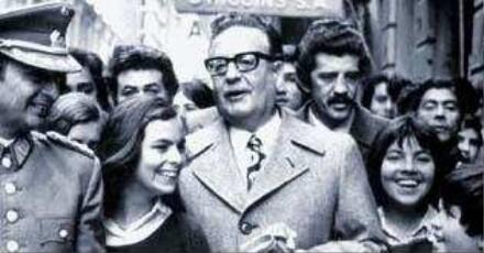 Szene mit Salvador Allende (Mitte). Quelle: (Piffl Medien, Deutsches Filminstitut - DIF)