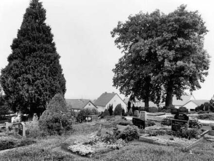 Am Schloßberg, Friedhof