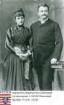 Hochgesand, Hermann (1859-1913) / Porträt mit Ehefrau Katharina geb. Müller (1850-1916) in Raum neben Tisch mit Büchern stehend, Kniestücke