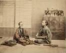 Portrait zweier sitzender Frauen