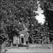Dorfstraße, Eingang in die Dorfkirche