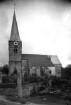 Umzäunte Kirche.
