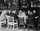 Sitzung des Kabinetts Brüning im Garten des Reichskanzlerpalais