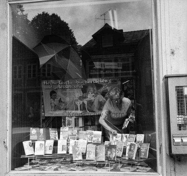 2f4dad9e00f415 Willfang Buchhandlung  Hude 7  gleichzeitig Geschäftsstelle der Lübecker  Nachrichten LN  Außenaufnahme  Blick