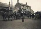 Edinburgh, Schottland. Touristen der Hapag in vierspännigen Kutschen an einem Güterbahnhof (wohl in Hafennähe) vor einer Wagenfahrt durch die Stadt