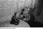 Junge mit einem Telefon