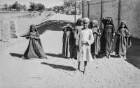 Bettelnde Kinder (HAPAG-Mittelmeerfahrt der Oceana Leonhardt 1929)