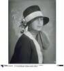 Frau mit Hut von Hoherz
