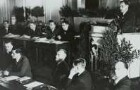 2. Sitzung des Stadtparlamentes (Stadtverordnetenversammlung) mit Wahl des bisherigen 1. Bürgermeisters Walter Weidauer (am Rednerpult) zum Oberbürgermeister