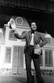 Berlin: Kabarett der Komiker; Robert Dorsay als Graf von Laubackenheim