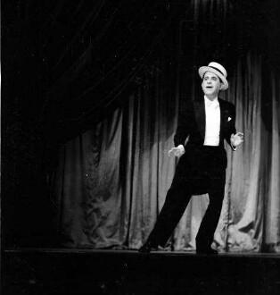 Kabarett der Komiker: Paul Schneider-Duncker; mit Strohhut