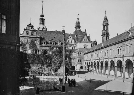 Stallhof mit Kanzlei und Galerie nach Nordwesten gegen Georgenbau, 1937