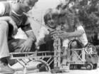 Tumlingen. Fischer-Werke. Kinder haben Kran aus Teilen des Fischertechnik-Systems zusammengebaut
