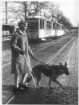 Oftersheim. Blinde mit Führhund im Straßenverkehr
