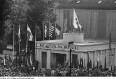 Plauen/Vogtland, Pavillon der Deutsch-Sowjetischen Freundschaft, sogen. Stalin-Pavillon. Einweihung des von einer FDJ-Brigade erbauten Pavillons, die für ihre Arbeit ausgezeichnet wird, Juni 1951