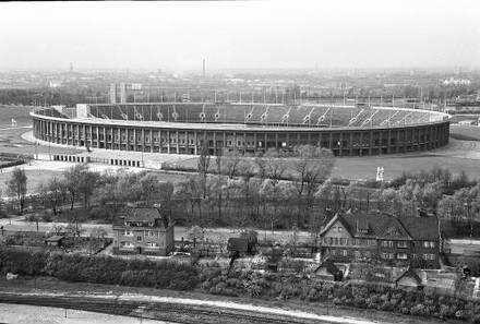 Berlin: Le Corbusier-Haus; Blick von der Dachterrasse auf Olympiastadion