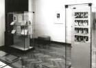 Dresden-Neustadt, Marienallee 12. Sächsische Landesbibliothek, Bibliothekarin und Benutzer im Medienlesesaal