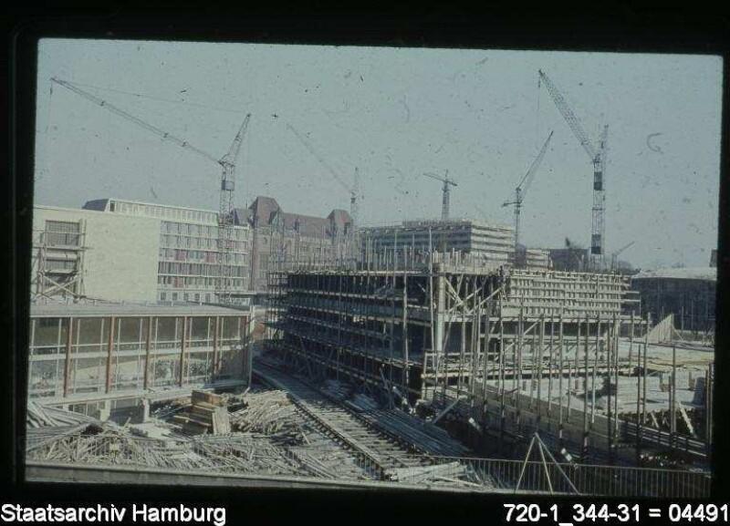 Universität Bornplatz